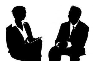 contratado tras entrevista